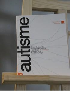 """Couverture d'ouvrage: Le livre """"L'autisme"""" de la fondation Orange"""